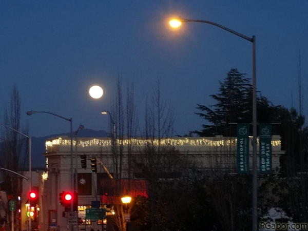 Bad Full Moon – Picture of the Day 026 (01/26)